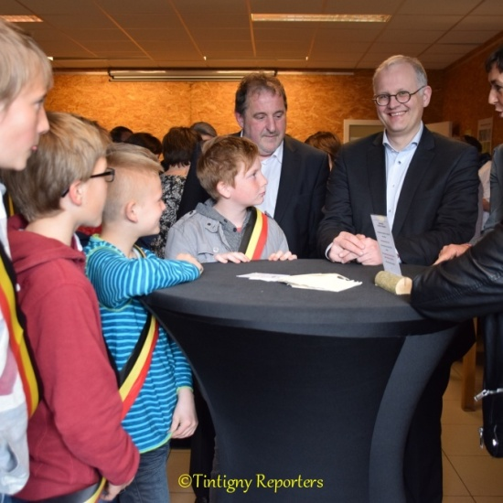 Monsieur le Gouverneur Olivier Schmitz a découvert les villages de la commune de Tintigny. Sa visite s'est terminée par une rencontre à la Halle de Han.